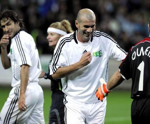 Zidane voltou a jogar pelo Real Madrid