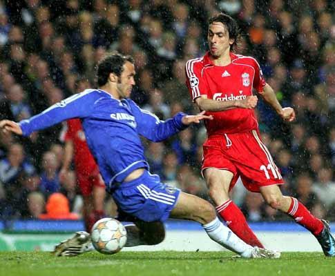 Inglaterra: Liverpool é líder à condição, graças a Benayoun
