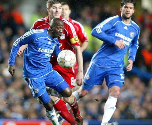 Liverpool renova com Gerrard até 2013