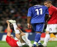 Drogba e Vidic olham para Rio Ferdinand