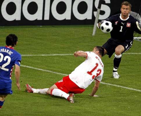 Polónia: guarda-redes anuncia retirada da seleção