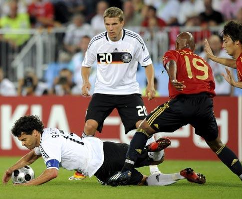 Podolski lamenta bofetada a Ballack: «Fui um idiota»