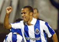 F.C. Porto-ManUtd: empate técnico e golo de Costinha (vídeo)