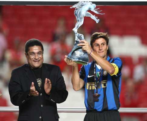 Mourinho manda recado a Moratti na homenagem a Zanetti