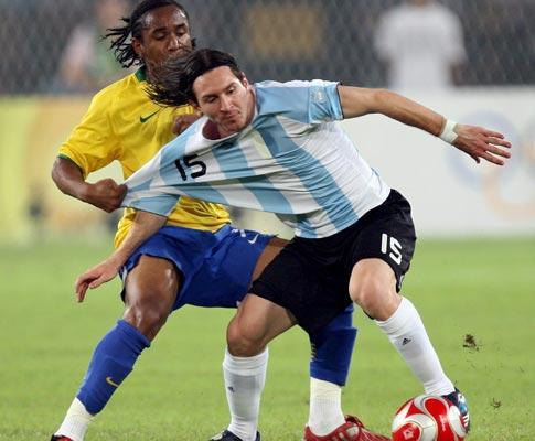 Maradona deu o 10 da Argentina a Messi