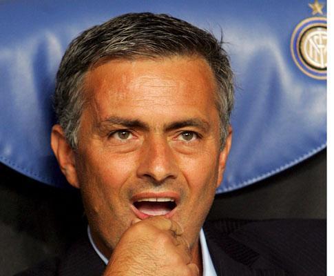 Mourinho: «Sombra de Mancini? Tenho dois anos de contrato»