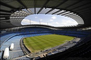 Inglaterra: Robinho volta a marcar e City afoga as mágoas