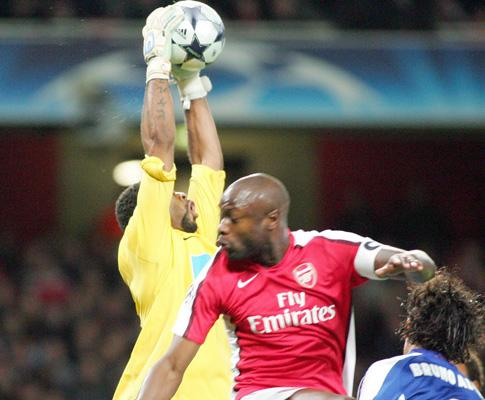 Inglaterra: Gallas (Arsenal) terminou a temporada