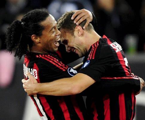 Itália: Milan vence e Ronaldinho trouxe a magia do banco