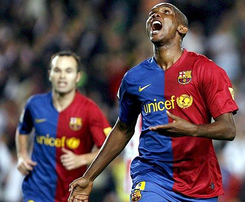 Barcelona não encanta, mas vence e consolida comando