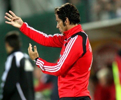 Benfica: Quique Flores de volta aos treinos