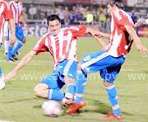 Oscar Cardozo mortífero: dois golos pelo Paraguai em Bilbau