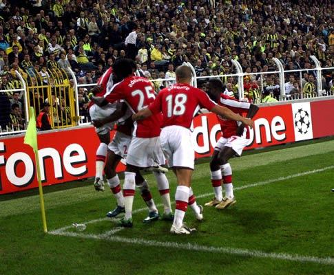 Taça de Inglaterra: Arsenal bate Hull e defronta Chelsea