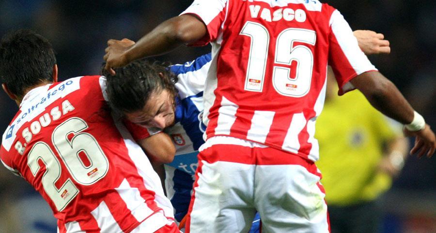 F.C. Porto: lateral Ivo Pinto convocado para o Leixões