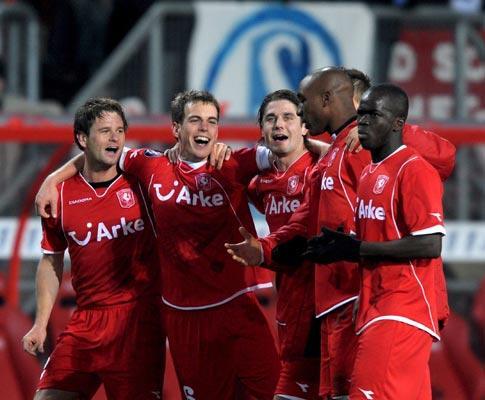 Holanda: vitória de Twente adia título do AZ
