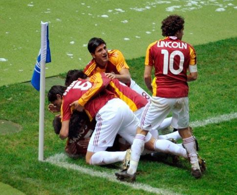 Turquia: Galatasaray volta a ganhar, com Meira em bom plano
