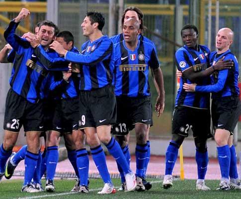 Inter: Cambiasso renova até 2014