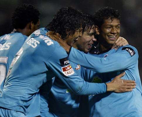 F.C. Porto: Lisandro, Lucho e Cissokho aptos