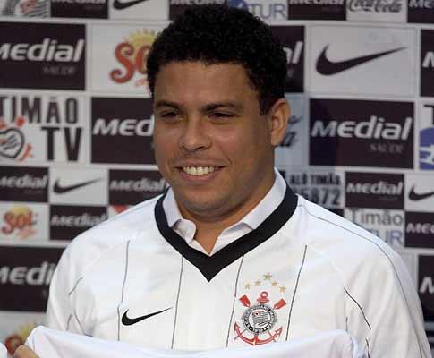 Brasil: «noitada» de Ronaldo motiva demissão no Corinthians