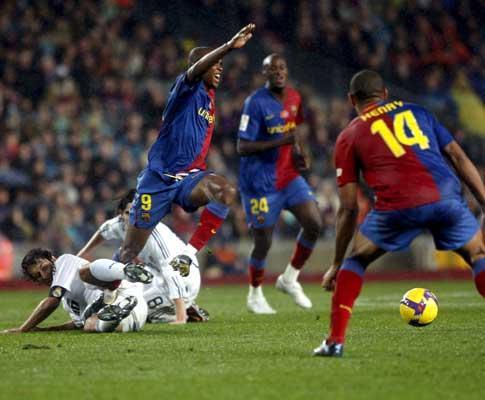 Samuel Etoo: «Quero continuar no Barcelona»