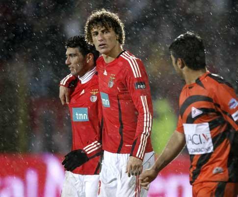 Benfica: David Luiz de volta, trio em integração