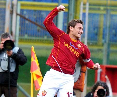 Itália: Totti no top-ten dos melhores marcadores de sempre