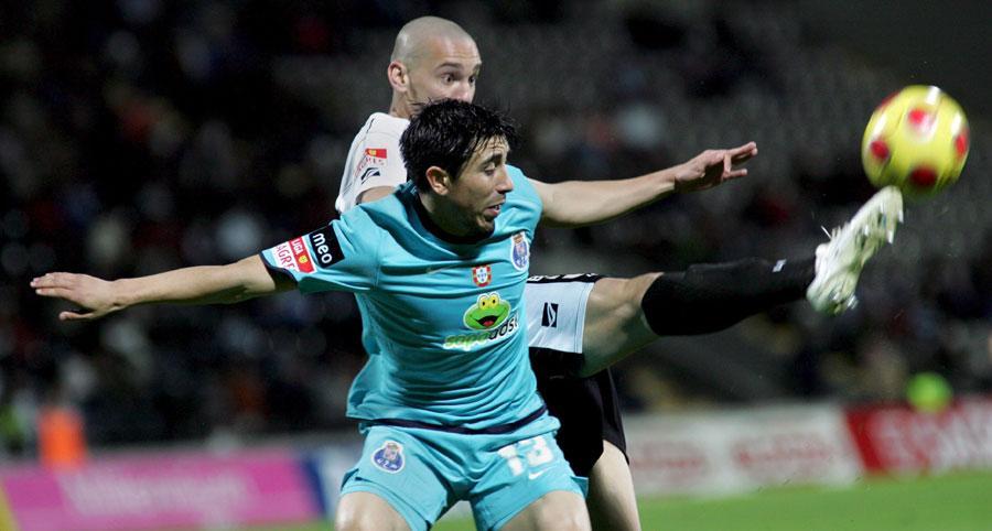 F.C. Porto sem lateral direito de raiz para o clássico