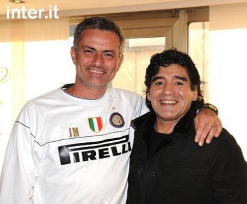Maradona quer Mourinho «na mesa de cabeceira»
