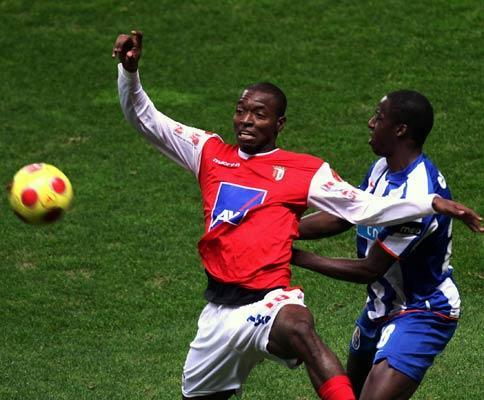 F.C. Porto: ascensão de Aly Cissokho destacada na UEFA