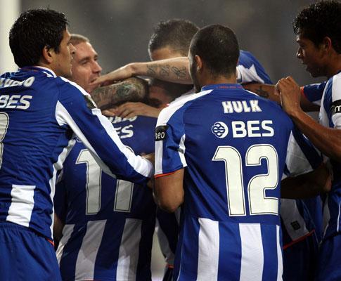 ManUtd-F.C. Porto: dragões com Hulk, Licha e Rodríguez na frente (onzes)