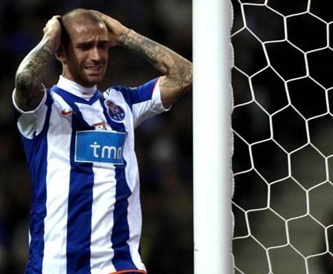 F.C. Porto: autocarro da equipa alvo de fúria