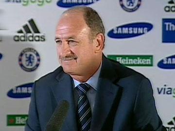 Entre Scolari e Drogba, Chelsea escolheu o avançado