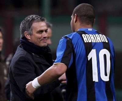 Inter: «Adriano fica no Brasil», garante empresário
