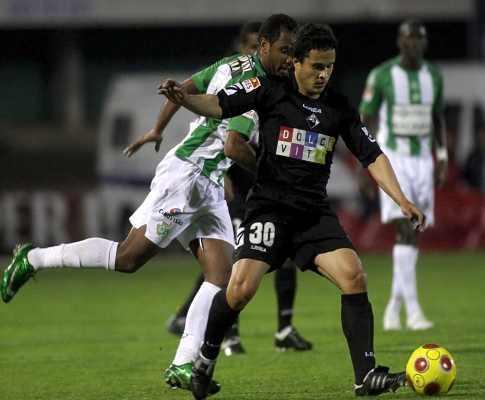 Lateral Pedro Costa não joga na Luz