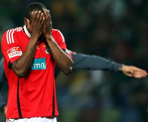 Benfica: Suazo operado nesta quinta-feira