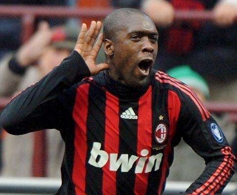 Itália: Milan vence nos descontos e está a um ponto do Inter