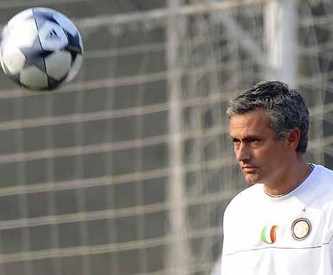 Mourinho: perdeu em 2002 porque quis vencer só com nove