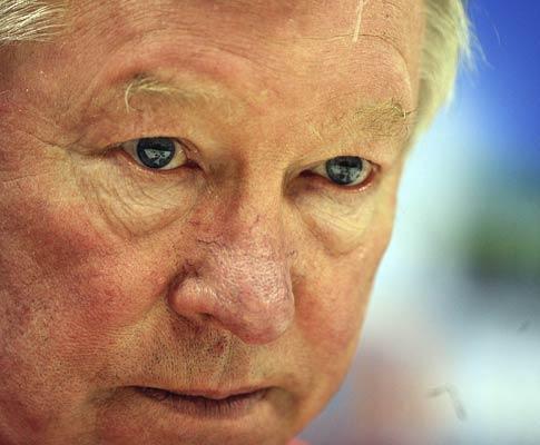 Man Utd eliminado: Ferguson critica árbitro e adversário