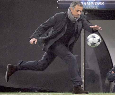 Mourinho ataca e fala em «prostituição intelectual»