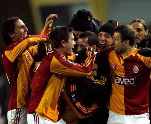 Turquia: Galatasaray de Meira regressa ao pódio