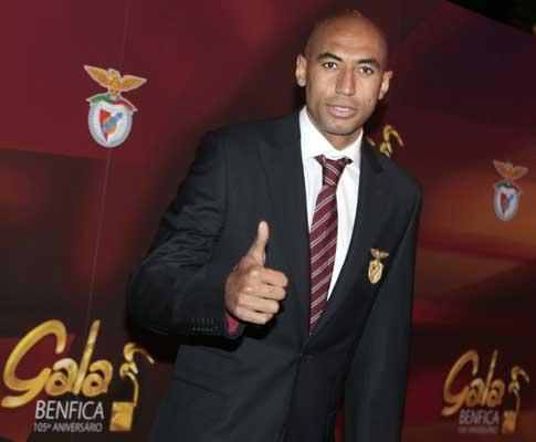Benfica: Luisão regressou do Brasil e esteve na Reboleira