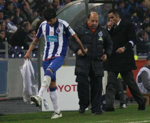 F.C. Porto: Lucho tem amigdalite, laterais ainda limitados