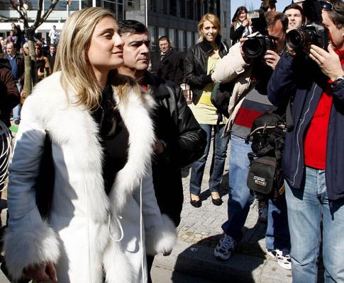 Apito: advogados apontam discrepâncias de Carolina Salgado