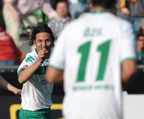 Alemanha: «hat-trick» de Pizarro na vitória do Werder Bremen