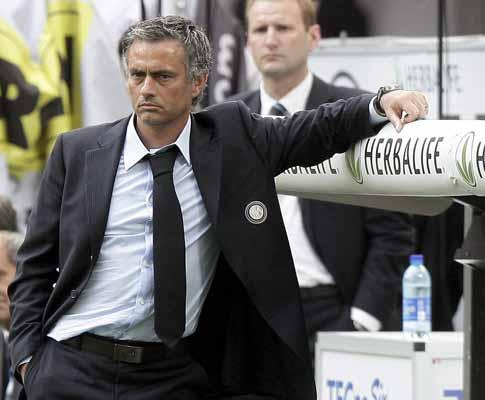 Inter: Mourinho poupa Figo na meia-final da Taça