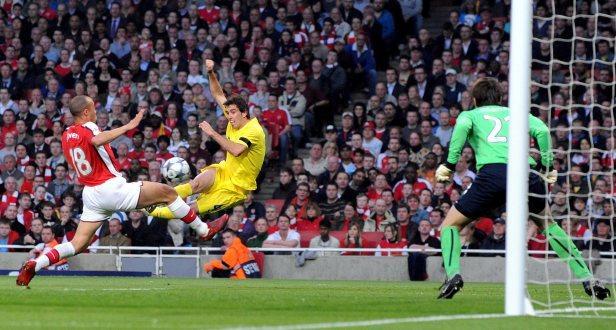 Liga dos Campeões: dois toques de classe empurram o Arsenal