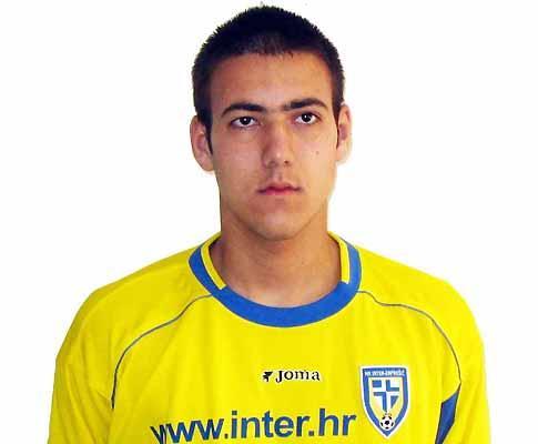 Esteve à experiência no Benfica e é uma estrela, aos 16 anos