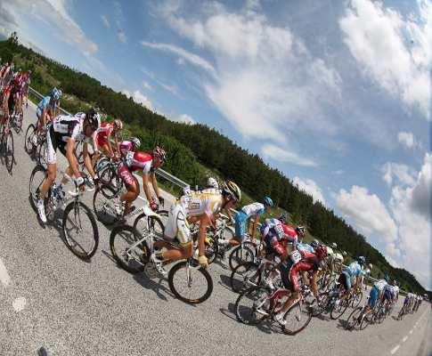 Giro: Schachmann vence etapa, Yates perde 23 segundos