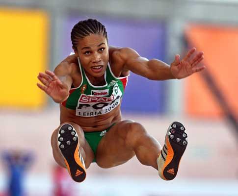 Mundiais de pista coberta: Naide Gomes na final ao primeiro salto