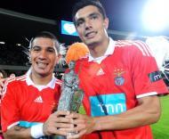 Shaffer e Cardozo levantam o troféu